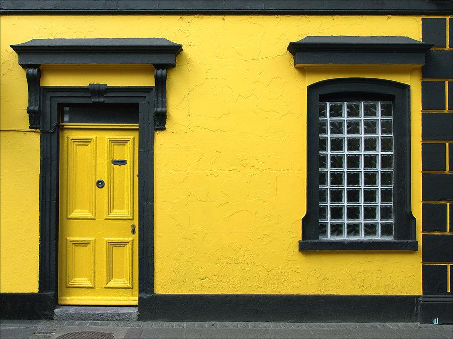 William - Yellow FrontDoor